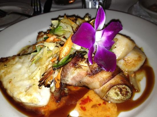 Misto Bar and Grill: seafood napeleon