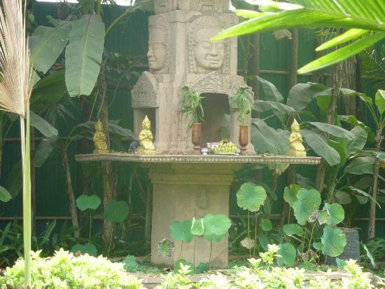 أنغكور سبيريت بالاس: Garden :)