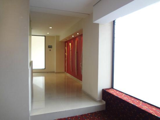 Hotel Villa Quijotes: Pasillo