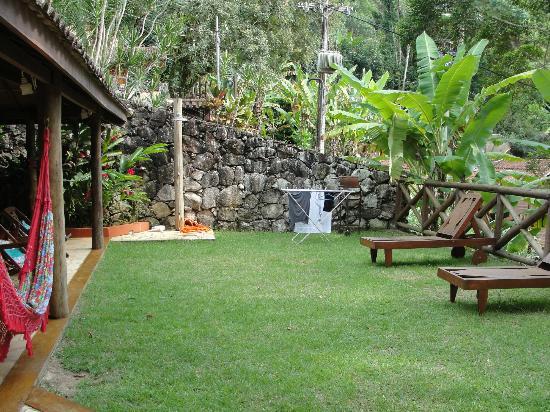 Jard n fotograf a de casa bonita ilha grande tripadvisor for Casas con jardin grande