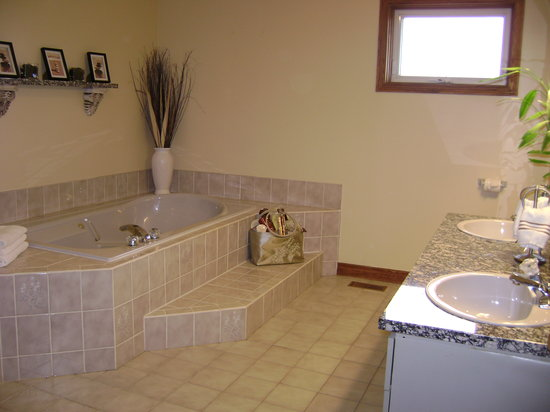 At Your Witt's End : Room 1 Spa Ensuite