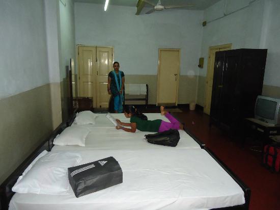 Broadway Hotel: triple bedroom