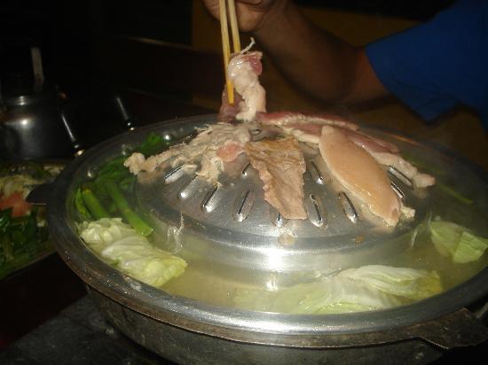 Ohlala: Asando la carne.Teniamos ternera,pollo cerdo y algunas gambas