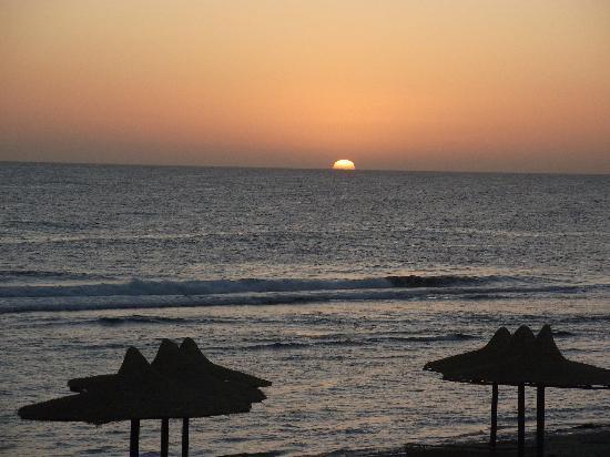 Carnelia Beach Resort: Alba dalla mia camera