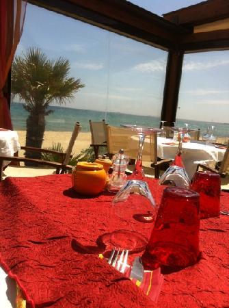 Mahi-Plage: table en terrasse