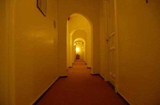 "Hotel Pension Columbus: Corridor leading to the ""big room"""
