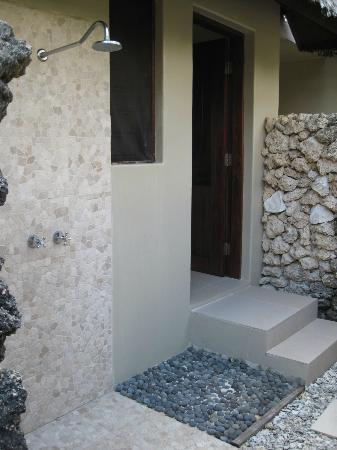 Eratap Beach Resort: Outdoor shower