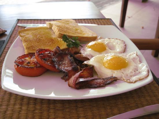 Eratap Beach Resort: Breakfast