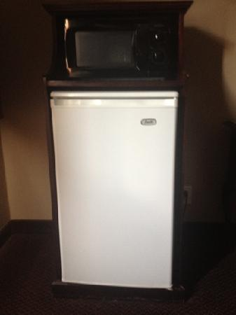 Quality Inn Kent: refridgerator in my room