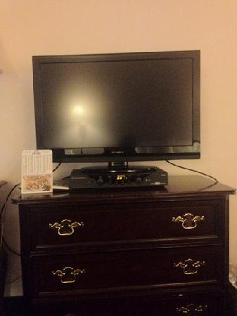 Quality Inn Kent: lcd tv in my room
