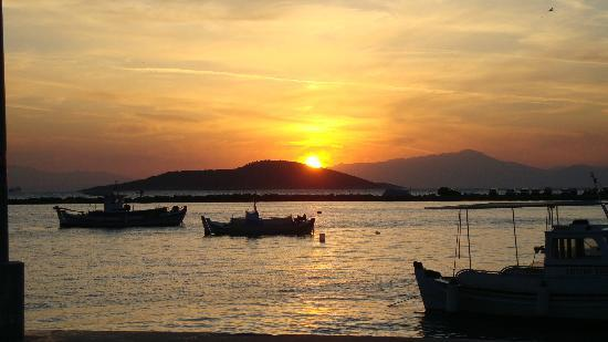 Evia Hotel & Suites: Amazing sunset at Marmari