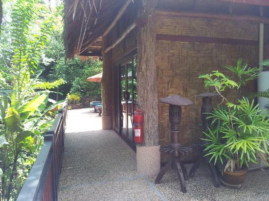 Somkiet Buri Resort: Family Room Entrance