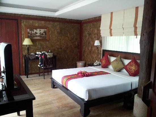 Somkiet Buri Resort: Bedroom