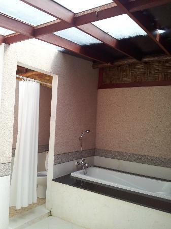 Somkiet Buri Resort: Bathroom 1