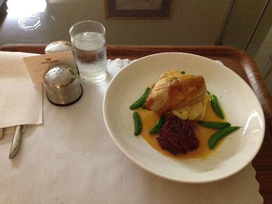 Seasons of Perth: Room service Chicken breast with camembert on polenta, redcabbage, sugar peas and orange glaze