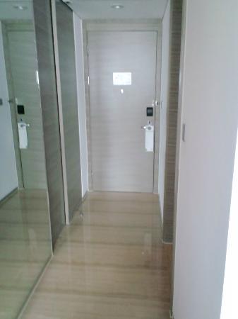 هوليداي إن شنغهاي سونغجيانج: 部屋 入口