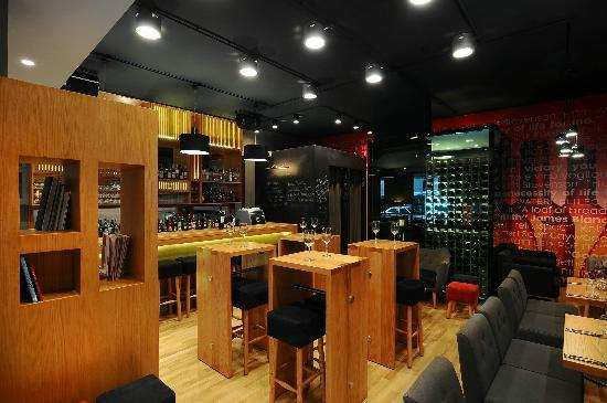 Cru Wine Bar: Warm & fuzzy CRU lounge