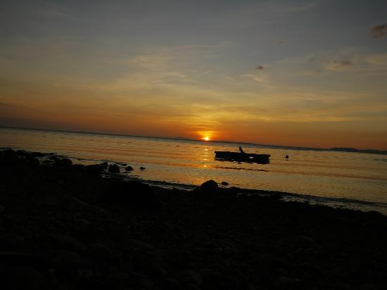 Acacia Resort and Dive Center: Sunsets like this comes only daily :-)