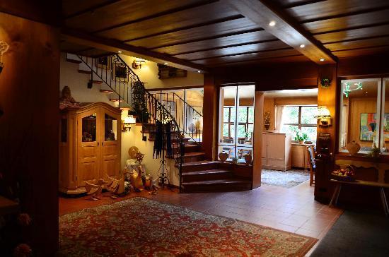 Hachinger Hof Hotel: Reception Area