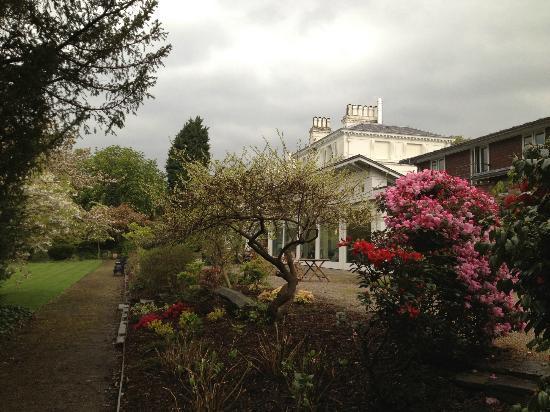 Chancellors Hotel: giardino