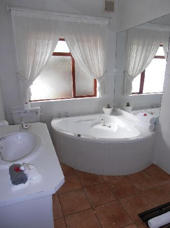 51 On Camps Bay Guesthouse: The Bathroom