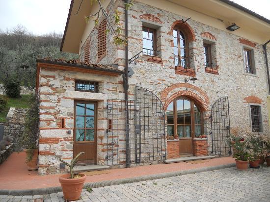 Agriturismo Poggio Tondo: The Poggio Tondo main building