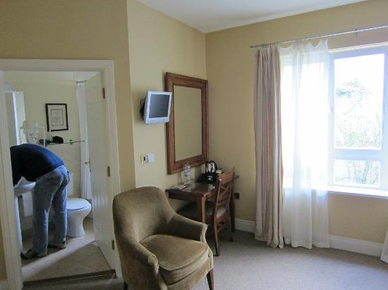 Rosquil House: Vista camera e bagno