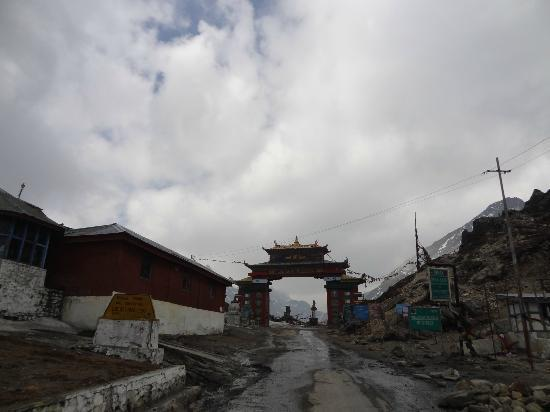Tawang, India: Entrance