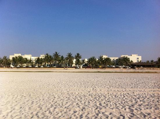 Hilton Salalah: Hotel view from the beach
