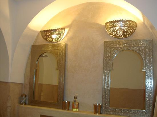 Riad Adore: Safia bathroom