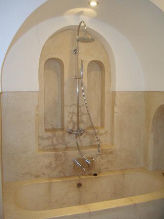 Riad Adore: Rainforest shower (Safia)