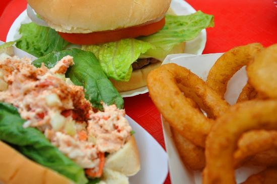 Burger Queen : Lobster Roll, Hamburger and Onion Rings