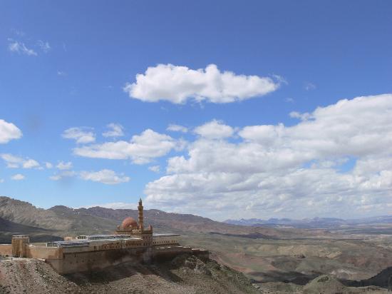 Hotel Ararat: isak pasha