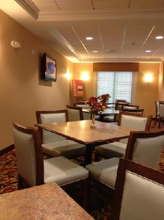 Comfort Suites Hummelstown-Hershey: free brake fast
