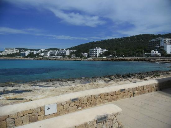 Apartamentos Poniente Playa : so called beach 2 mins walk away