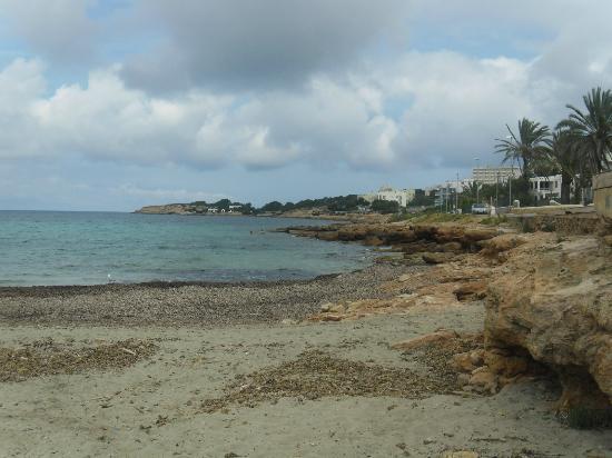 Apartamentos Poniente Playa : beach 2 mins away