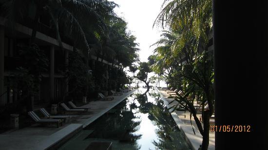 The Oasis Beach: Pool towards the beach