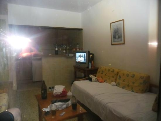Apartamentos Poniente Playa : room with 2 sofas and kitchen