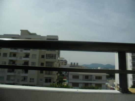 Apartamentos Poniente Playa : my so called pool view in distance between two buildings