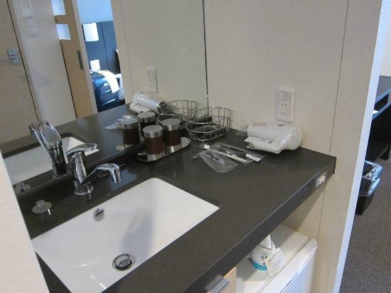 Dormy Inn Premium Shimonoseki: Bathroom Area and amenities
