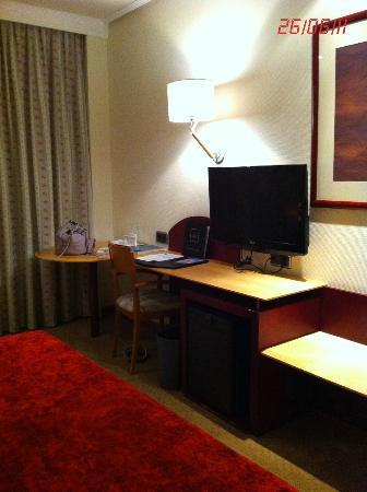 Abba Garden Hotel: Escritorio habitación