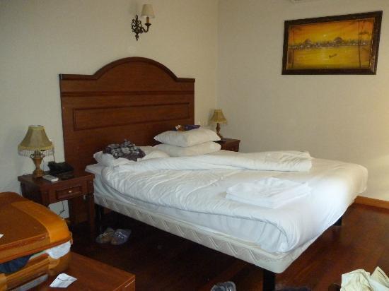 Tashkonak Studio Suites : il letto della suite