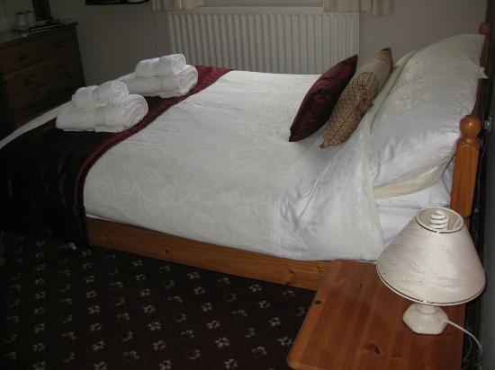 Burleigh House: Bed