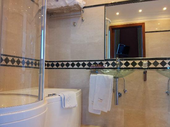 Hotel Livingston: Bathroom