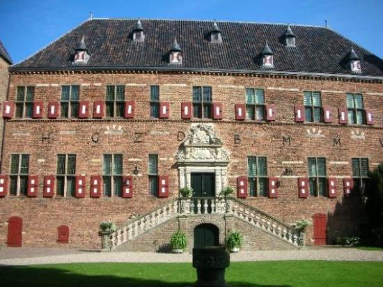 's-Heerenberg, Holandia: The main building