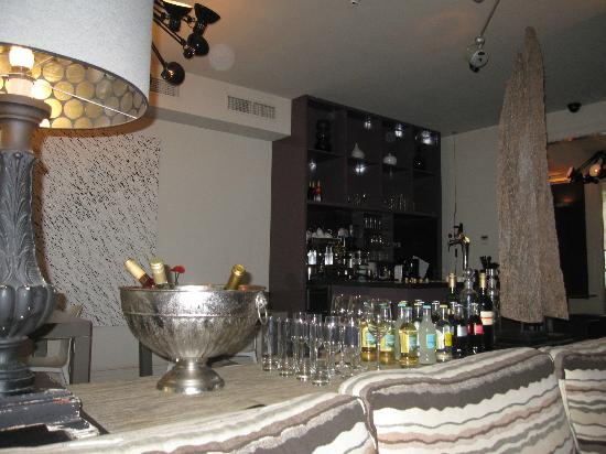 Hotel Roemer: The bar/ sitting area