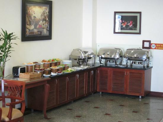 Hanoi Charming 2 Hotel : Breakfast buffet spread