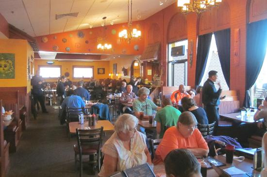 Chuck's Southern Comforts Cafe: Chuck's dining room