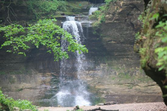 Utica, IL: waterfall