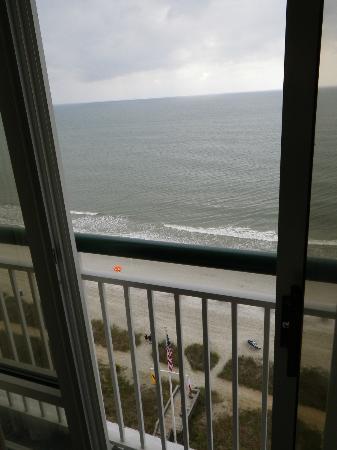 Hampton Inn & Suites Myrtle Beach/Oceanfront: Odd Door in Master bedroom. Not a balcony